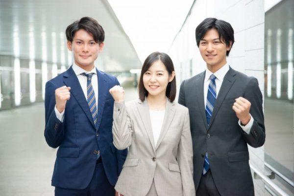 女性スタッフと男性求職者
